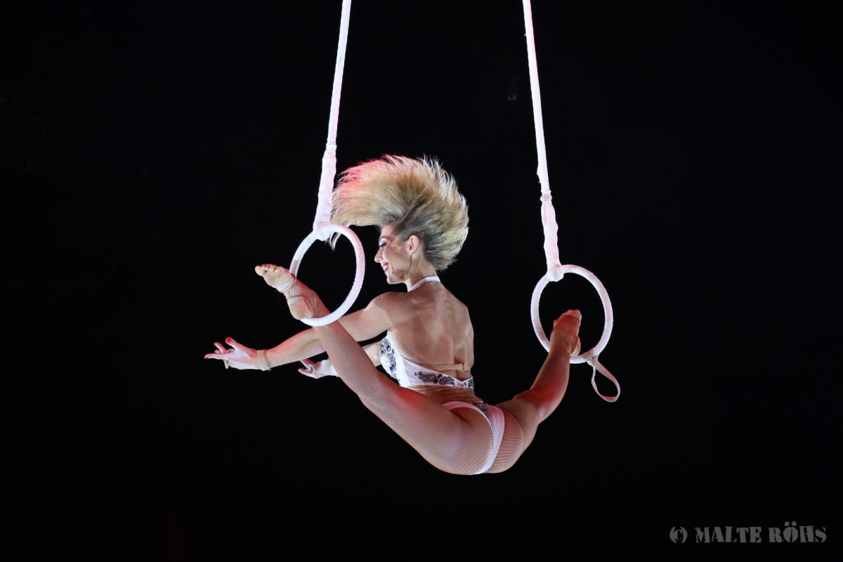 Katerina Fedorovych during an amazing acrobatic aerial ring performance in the PUNXXX show of circus Flic Flac
